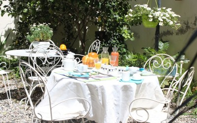 Petit déjeuner au patio
